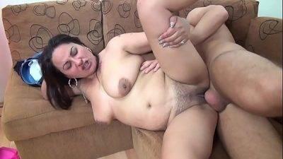 Megbaszom a csajom szőrös puncis anyját - xxx videók ingyen
